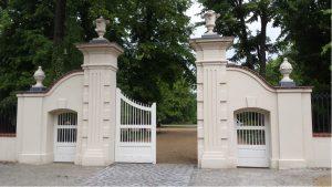 Schlossparkeingang Alt-Buch